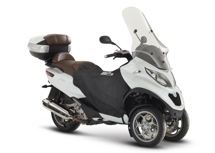Piaggio MP3: the evolution of the original. Discover more - http://bit.ly/1mErRB9