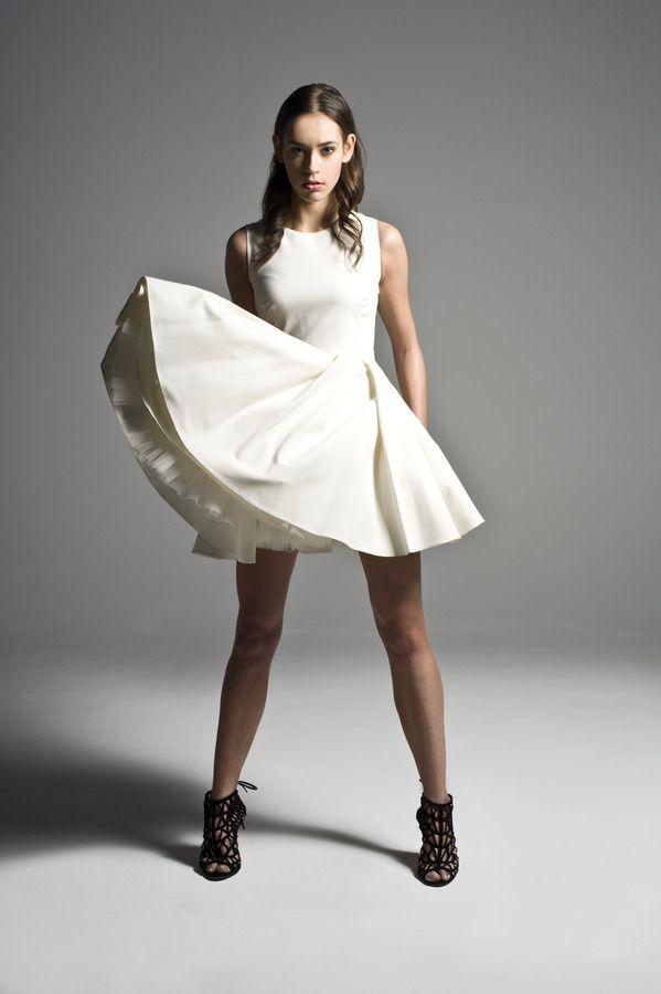 Sukienka damska Sukienka rozkloszowana z odkrytymi plecami, od projektanta Manshmari   Mustache.pl