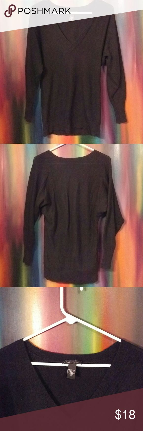 Laundry by Shelli Segal Sweater Black long sleeve v neck cashmere sweater. Size X-Small ; 100% Cashmere; Made in China; Great Condition Laundry by Shelli Segal Sweaters V-Necks