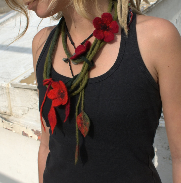 Green red felted flower necklace by Petradi on Etsy