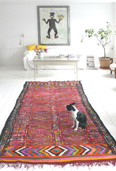 Classic Apartment / All White Walls & Floor / Persian & Oriental Carpet / Kilim Rug