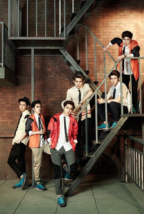 Chanyoel, Kyungsoo, Suho, Kris, Luhan, Lay (left to right) SUMPAH YA THEY ALL LOOK SO FUCKING HOT IN HERE GA NGERTI LAGI AH *meleleh*