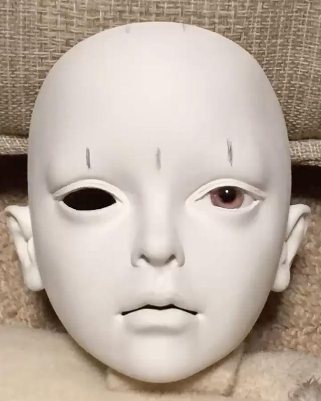 "Polubienia: 190, komentarze: 7 – 陽月  Hizuki (@hizukidoll) na Instagramie: ""珍しく画像が残っていたので、初スライドショーを作ってみました . 素材はラドールです。仮のグラスアイで造形→自作の目玉を入れてさらに調整→胡粉で塗装→油絵の具でメイク . This…"""