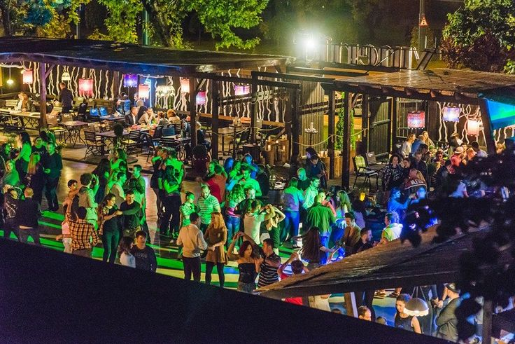Terasa, Bar, Restaurant... direct în buricul târgului, concerte și evenimente!