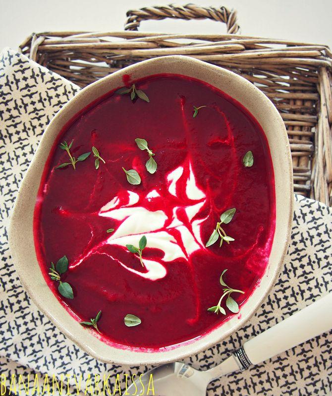 Tuoreista punajuurista valmistettu keitto on todella herkullista. Käytä keittoon jauhoisia ruokaperunoita, kuten Lapin Puikulaa tai Pitoa. Palan kaalia voi