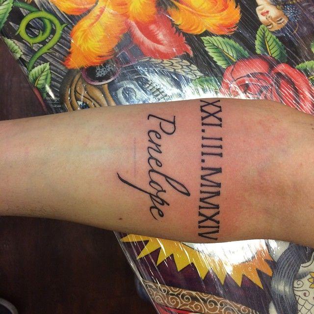33 Tatouages avec des chiffres romain - 14 https://tattoo.egrafla.fr/2016/01/08/tatouage-chiffre-romain/