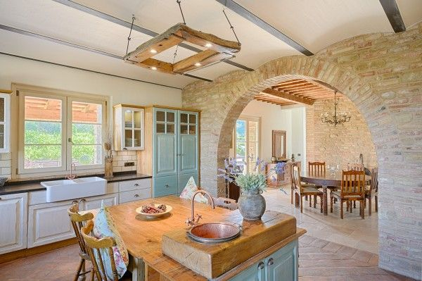 Open plan #kitchen design ideas in traditional decorating style. This is #Italy!