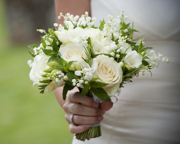 17 best ideas about cheap wedding bouquets on pinterest for Cheap elegant wedding decorations
