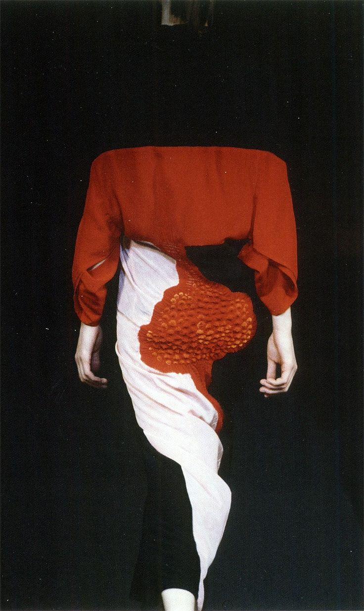 Yohji Yamamoto, Spring 1995 (photographer: Niall McInerney)