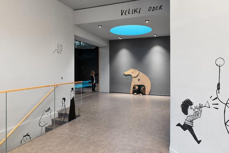 Prenovljeni foyer gledališča / avtorja Katjuša Kranjc in Rok Kuhar, Raketa / ilustracije Matija Medved