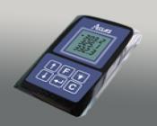 Dispozitivul foloseste tehnologie wireless,operand pe frecventele  315 MHz si 433MHz si este alcatuit din baza si receptor tip pager sau ceas.Sistemul suporta de asemena si un amplificator de semnal,in cazul in care se doreste utilizarea pe o raza mai mare de 100m.