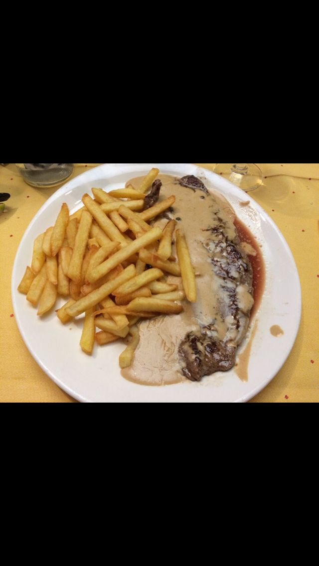 Si vas a Platja D'Aro, parada obligatoria en el Llevant, siempre esta a tope!! Buenos menús y buena comida!! Sitio