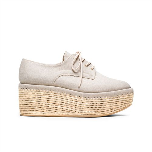 This warm-weather rendition of the creeper melds the sleek styling of an oxford with the quirky appeal of a flatform. Set atop a woven, elevated sole and crafted from a luxe summer linen in an unexpected shade of gold, the KENT is the perfect complement to a tent dress or printed trousers with a cropped jacket.