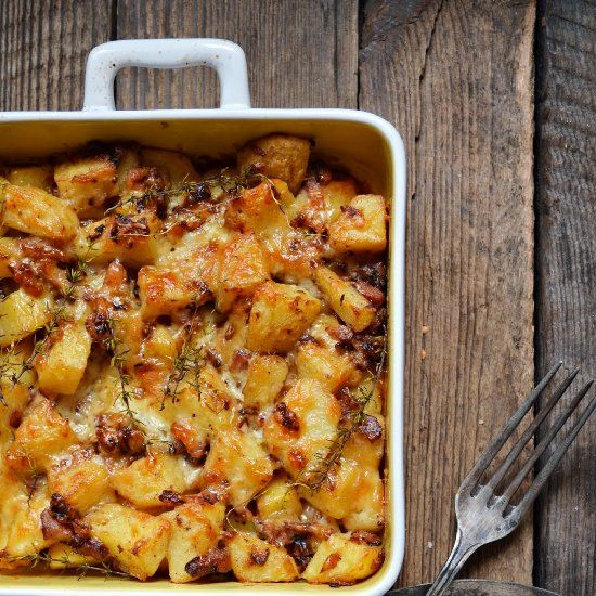 Casserole with potatoes, cheese and bacon. (in Polish with translator)