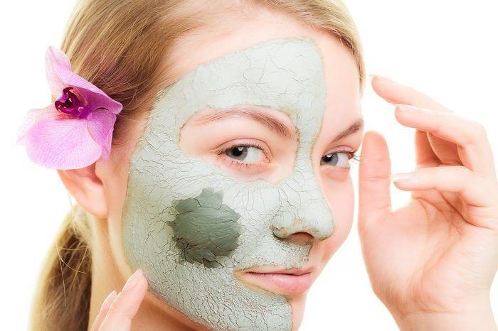 Cilt lekeleri için karbonat maskesi
