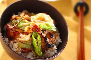 ゆずを入れてさっぱり風味が楽しめる♡鳥丼 作り方「鶏のユズ風味さっぱり丼」