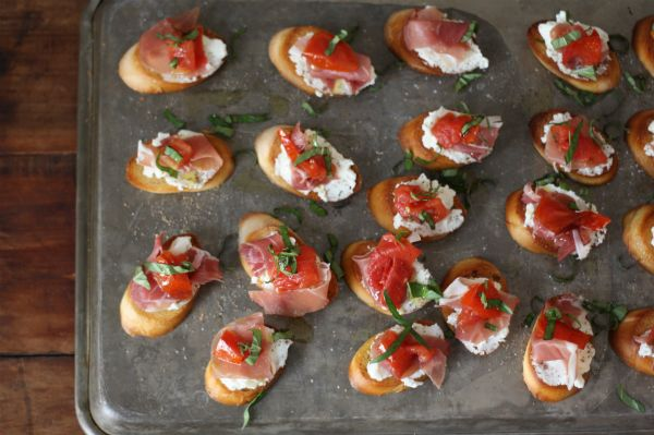 Easy Wine Party Bruschetta - Aftertaste by Lot18Aftertaste by Lot18
