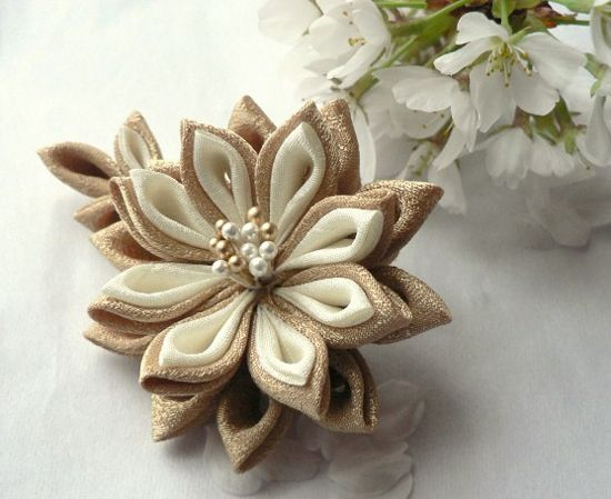 I fell in love with this these handmade Japanese style hair pieces. They're called Tsumami Kanzashi. Perfect for weddings or simply to look special everyday.
