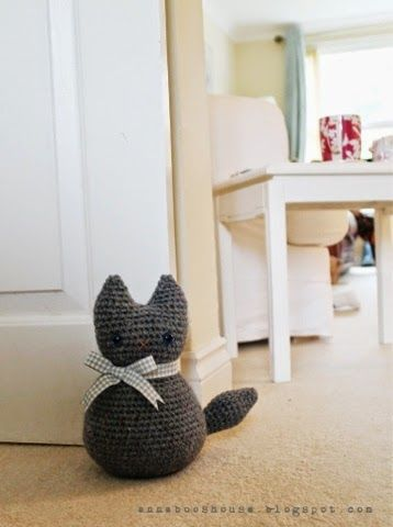 Moggy The Cat Doorstop - Free Amigurumi Pattern here: http://annabooshouse.blogspot.com.es/2014/05/moggy.html