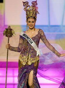 kebaya putri indonesia | Nadine Mengenalkan Kebaya Di Kontes Miss Universe 2006