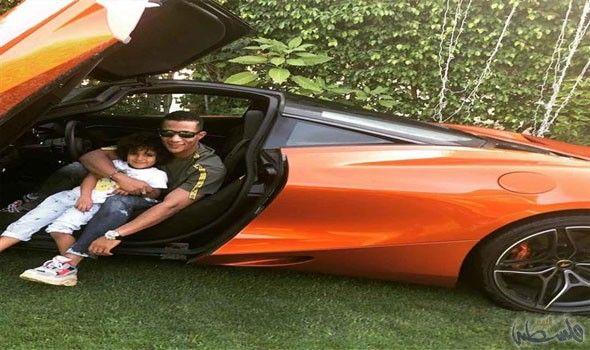 محمد رمضان ينشر صورة جديدة له برفقة نجله عبر Car Door