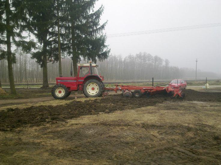 Wyrównywanie terenu pod trawnik - http://terenyzielone.wordpress.com/2014/06/19/jak-przygotowac-podloze-pod-trawnik/
