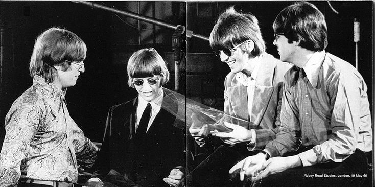 Music-Graffiti / The Beatles, Album cover art: Revolver (1966)