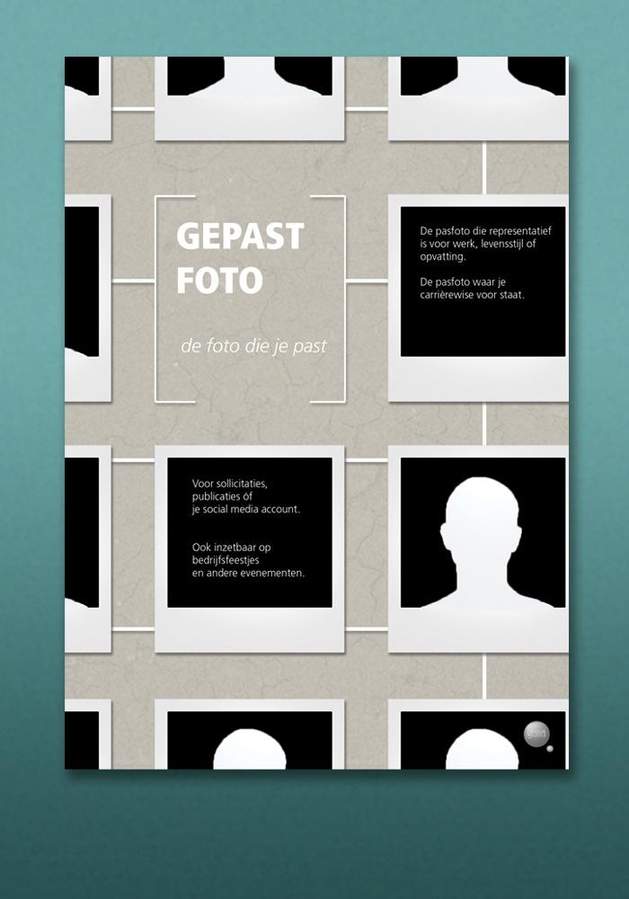Dit is Gepastfoto, het nieuwe product van Kim Pattiruhu. Waar zij een ieder wil voorzien in een formeel, informeel, zakelijk, creatief, close-up of totaalportret. Dit is de achterkant van de flyer. (Designed by Gloed)
