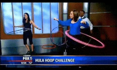 The anchor who had to deal with her co-anchor's hula hoop incompetence. | 17 News Anchors That Are Having A Rough Day