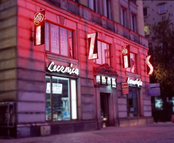 Neon Kosmetyczno - lekarskiej Spółdzielni Pracy IZIS w Warszawie