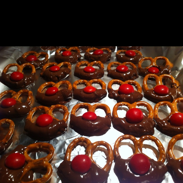 Reindeer Christmas Treats. Can also use mint chocolate.