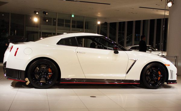 2015 Nissan GT R white side detail 600x369 2015 Nissan GT R Specs Review with Images
