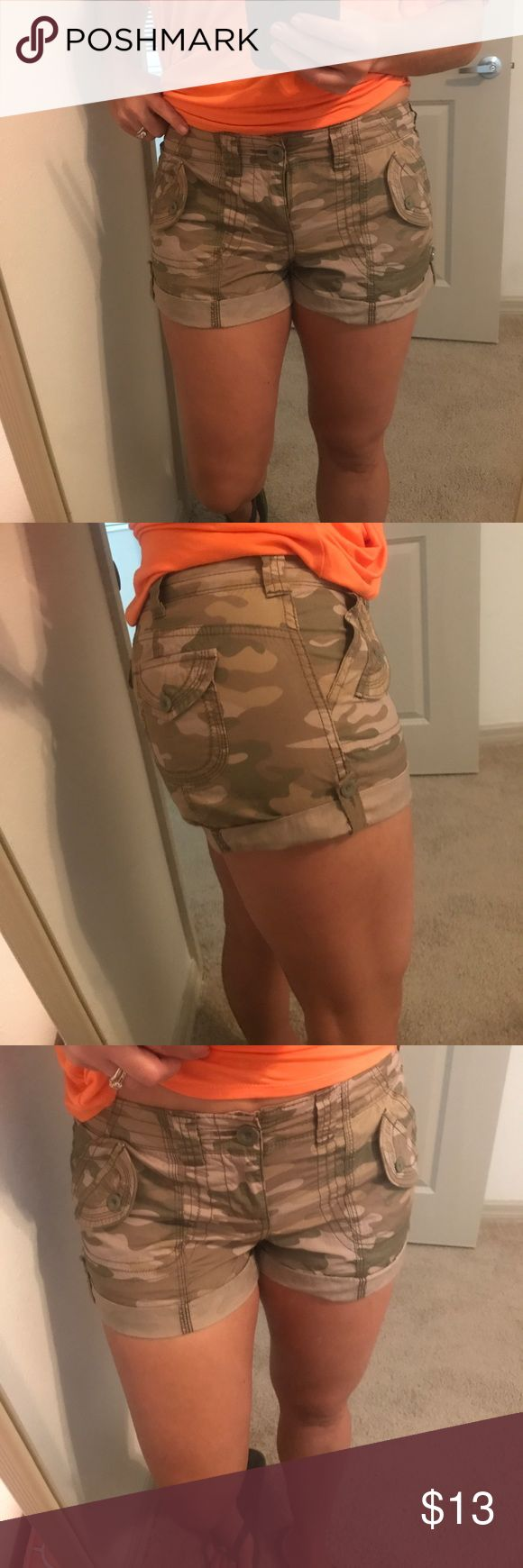 No boundaries camouflage shorts 9 New no tag size 9 . I am a size 7 but this fit me well . No Boundaries Shorts Bermudas