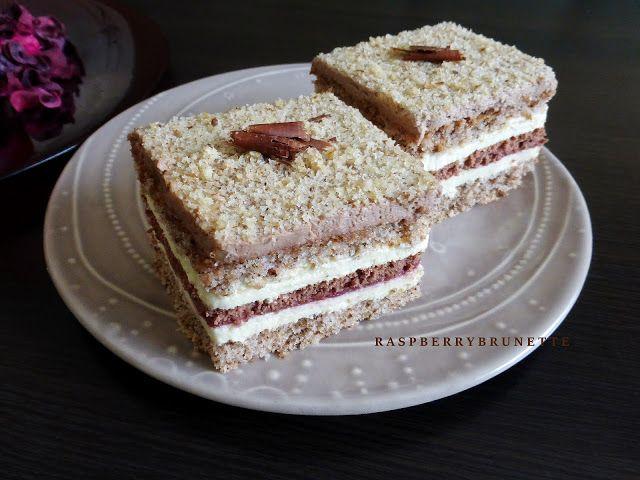 Raspberrybrunette: Orechová kocka