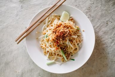 Here's an Easy Vegetarian Pad Thai for the Health Conscious