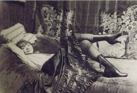 Gerda Wegener, Photo by Einar Wegener, 1917, Gerda Wegener (1886-1940) rue de Lille, Paris.  on ArtStack #gerda-wegener #art