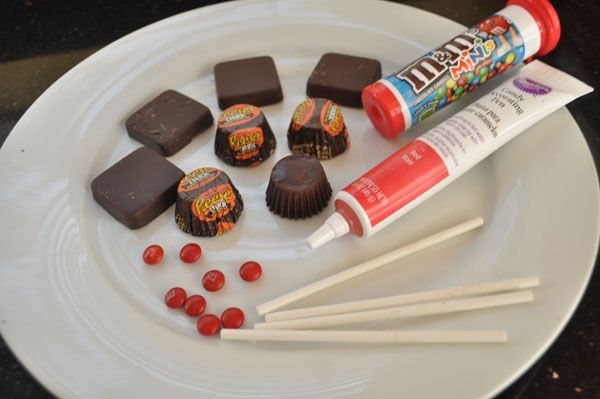Candy Centerpiece For Graduation : Simple supplies to make chocolate graduation caps yummy