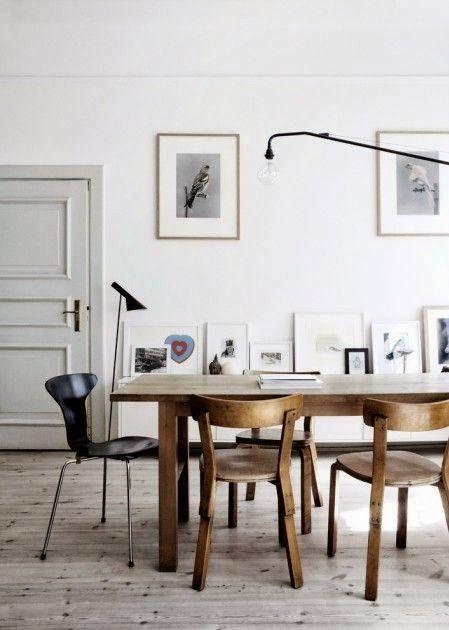 Verliebt in diese old school Sitzgruppe! Ein toller Mix aus Designklassikern und Vintage Möbeln!