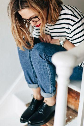 ボーダートップス&デニムパンツは最強の組み合せ。裾をロールアップさせた足元にはオックスフォードシューズを、アクセサリーはすっきりとシンプルにまとめて、フレンチカジュアルスタイルの完成です。