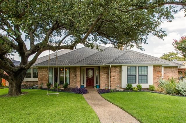Check out today's #HomeOfTheDay. This #NewlyListed #Home is located in #Plano #Texas. If you want a great neighborhood with great school districts, then hit us up on this house. #RealEstate #Realtors 1905 SANDPIPER LANE, PLANO, TX 75075 | 'bit Southern Group | eXp Realty