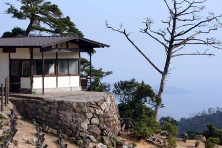 Einrichtungsideen im japanischen stil zen ambiente  Traditional Japanese House Design with Stunning Forest | Home ...