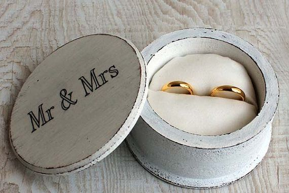 Shabby Chic jewelry box. White Ring Box Wedding ring by ArtDidi