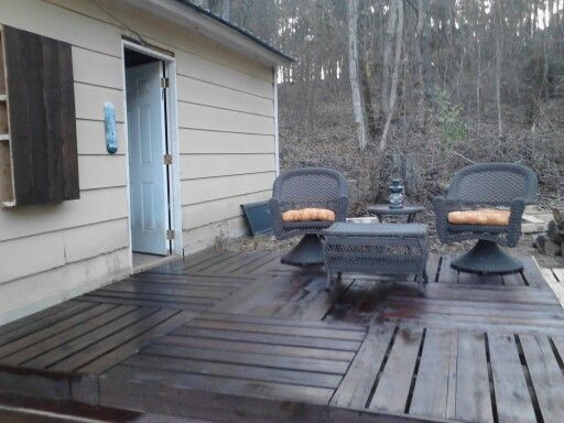 Pallet Deck, a cheap way to have the entertaining space until we can decide on exactly what we want.