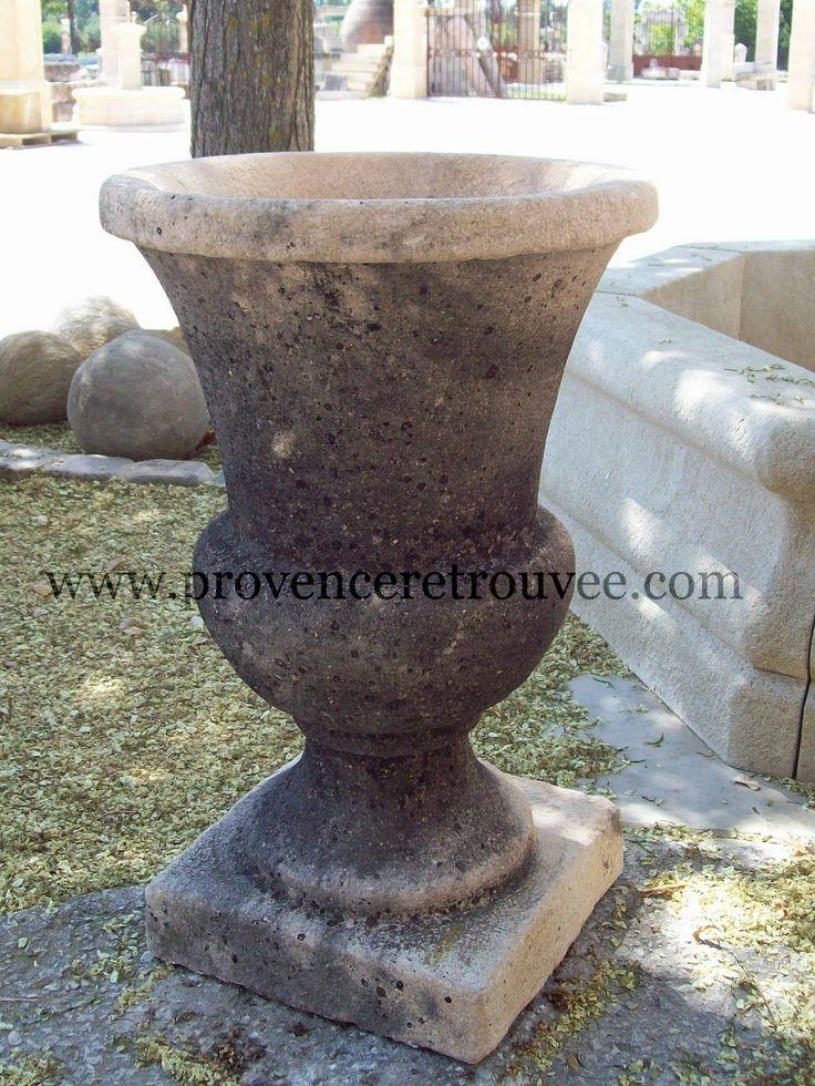 Vase Medicis en pierre. Très jolie patine.