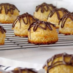 Primal Coconut Macaroons. Gluten-free, low-carb, and super simple to make!