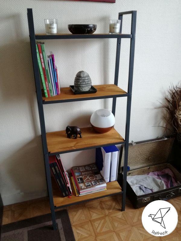 J'avais dans mon salon l'étagère Lerberg de chez Ikea et j'ai décidé de lui donner un style industriel en apportant une touche de couleur dans ce coin. Voici mon étagère avant la …