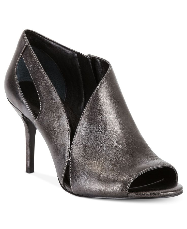 Nine West is coveted worldwide for its Manhattan-inspired chic styles. Founded over 35 years ago, this label is all about sensational, stylish and effortlessly cool shoes. Nine West's collection of ankle boots will have heads turning wherever you go.