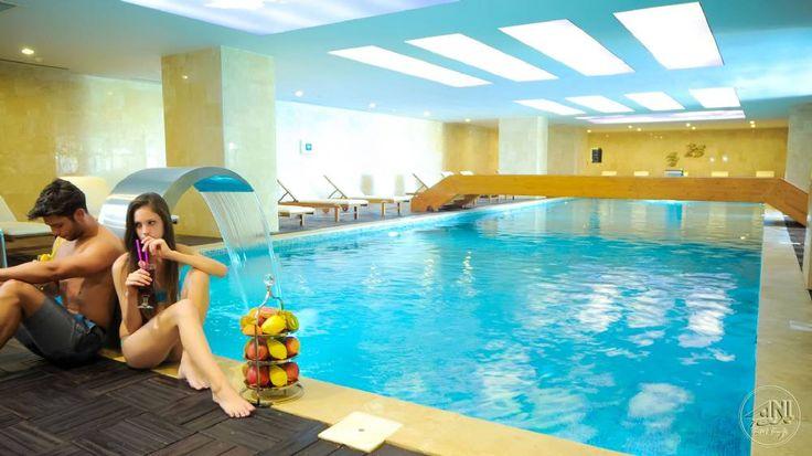 Cratos Premium Hotel'de kapalı havuz keyfi sizin elinizde.