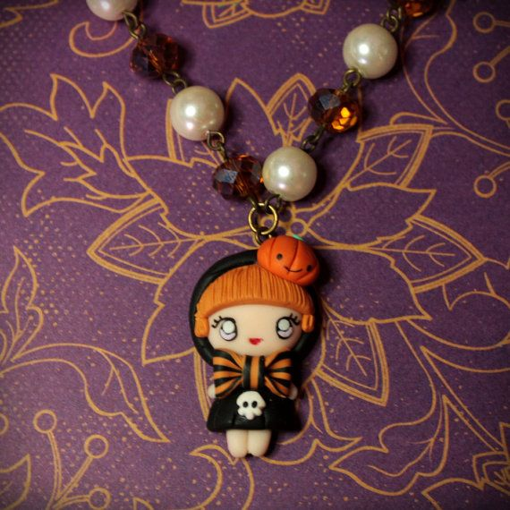 Collana strega con perle color ambra e avorio di Mangiafiori, €22.00 #fimo #polymerclay #necklace #collana #halloween #strega #witch #pumpkin  http://www.facebook.com/mangiafiore