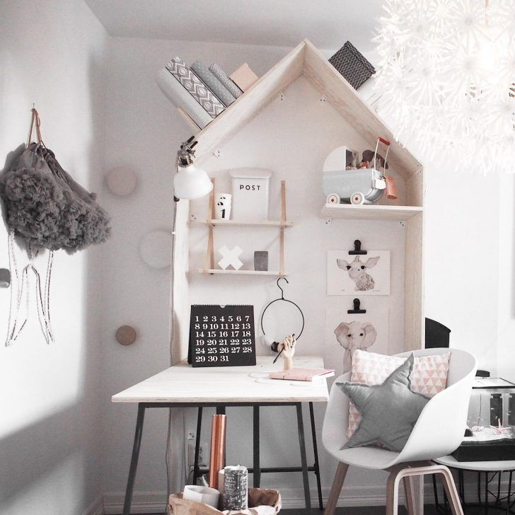 This DIY desk + shelves! Love this whimsical nook